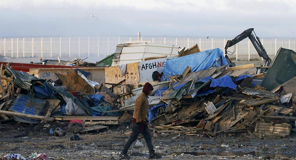 La demolición del campamento de refugiados en Calais, Francia