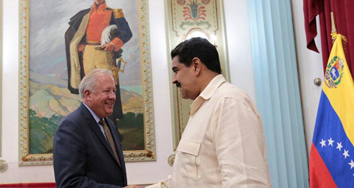 Presidente de Venezuela, Nicolás Maduro y subsecretario de Asuntos Políticos del Departamento de Estado de EEUU, Thomas Shannon en Caracas