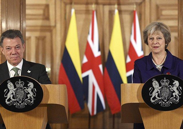 Juan Manuel Santos, el presidente de Colombia y Theresa May, la primera ministra del Reino Unido