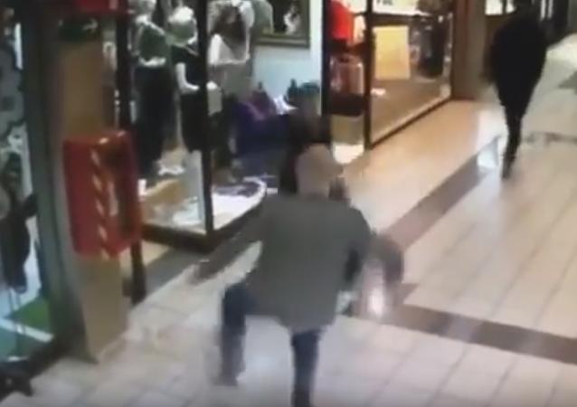 El momento justo antes de detener al ladrón (captura de pantalla)