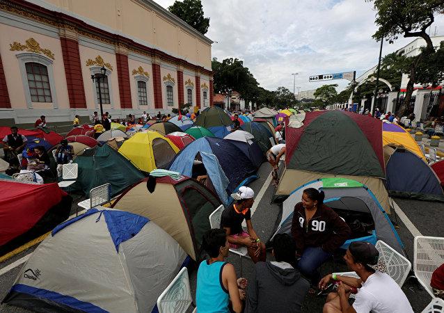 El campamento de los partidarios de Nicolás Maduro cerca de Palacio de Miraflores