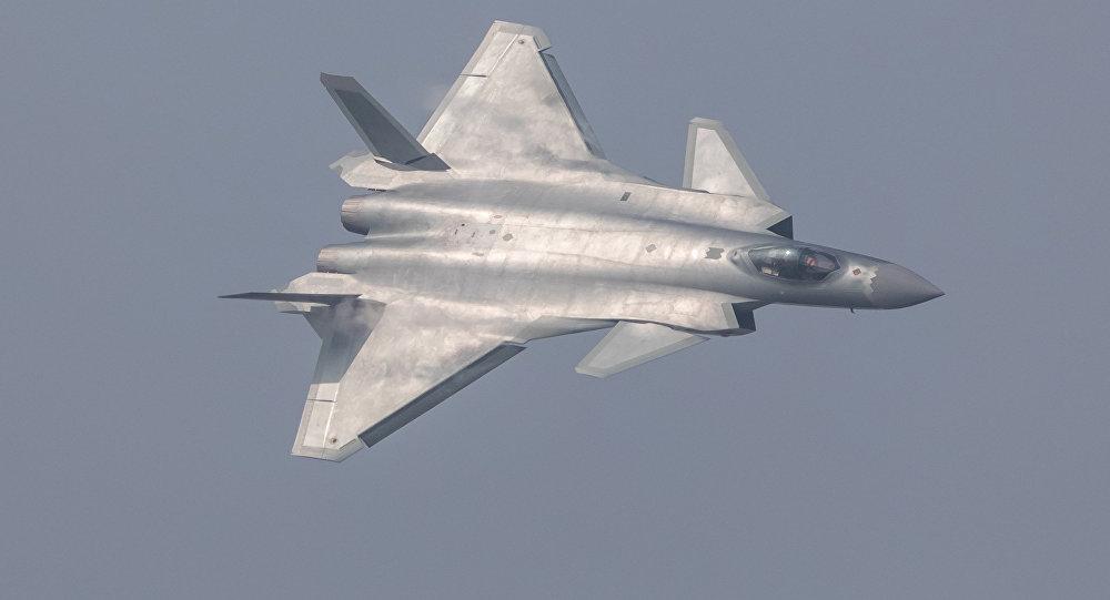Caza polivalente J-20