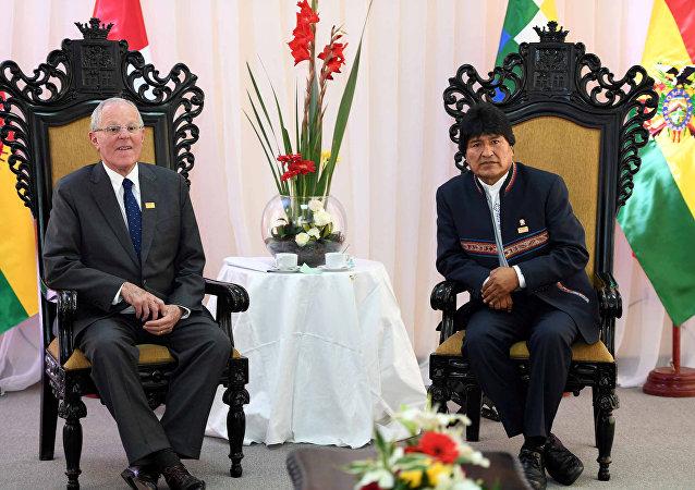 El presidente de Perú, Pedro Pablo Kuczynski y el presidente de Bolivia, Evo Morales