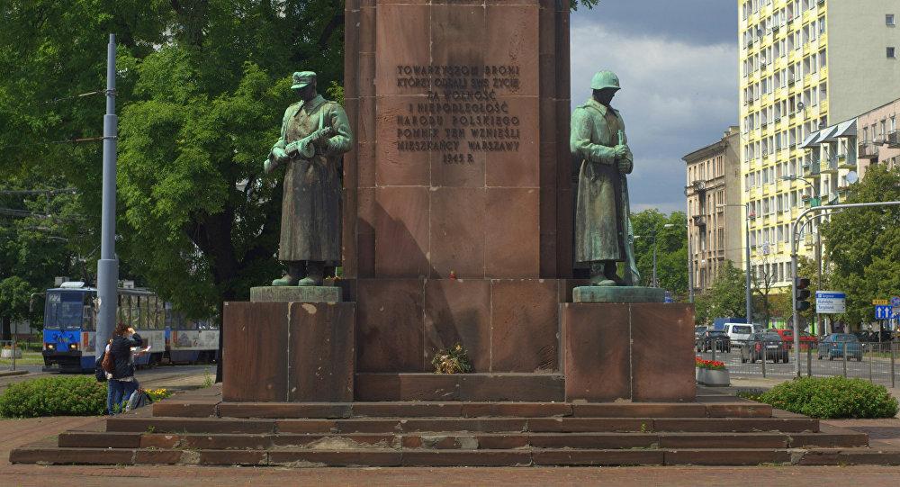 El monumento a la Hermandad Polaco-Soviética en Varsovia (archivo)