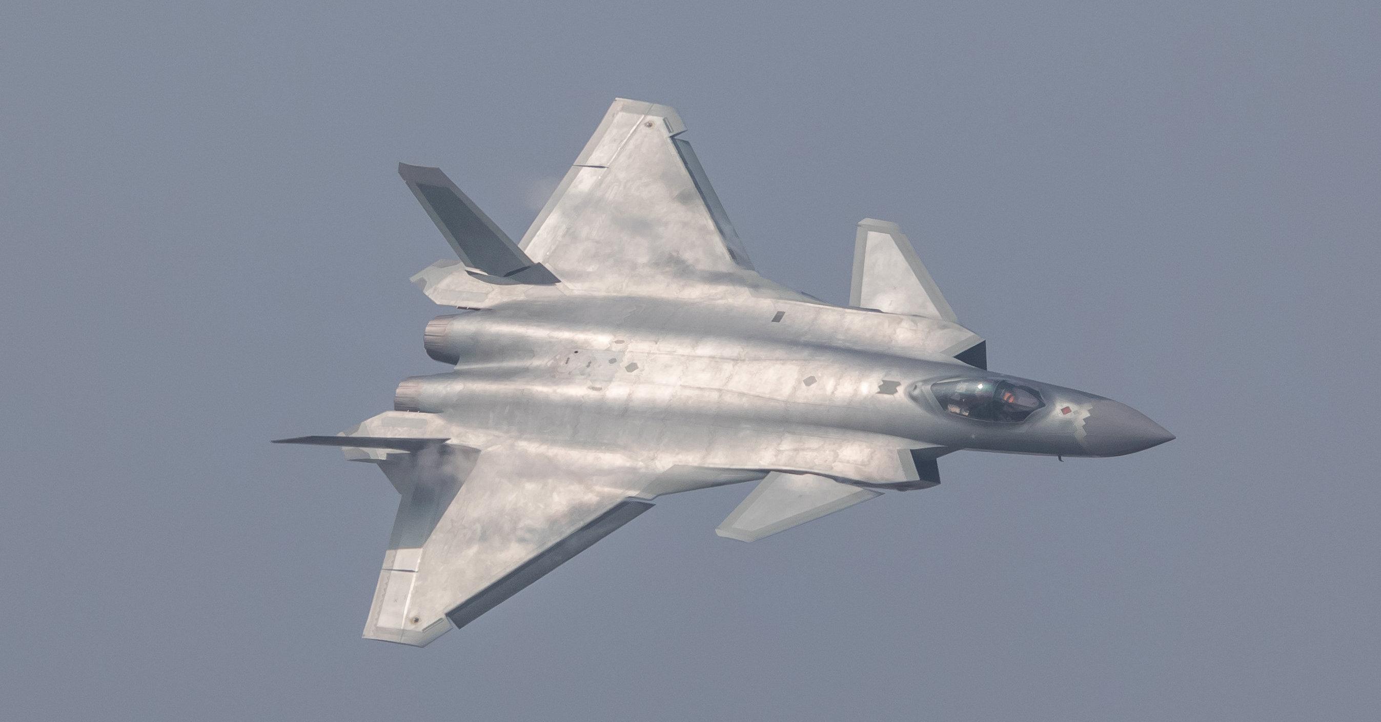 El J-20 chino 1064619023