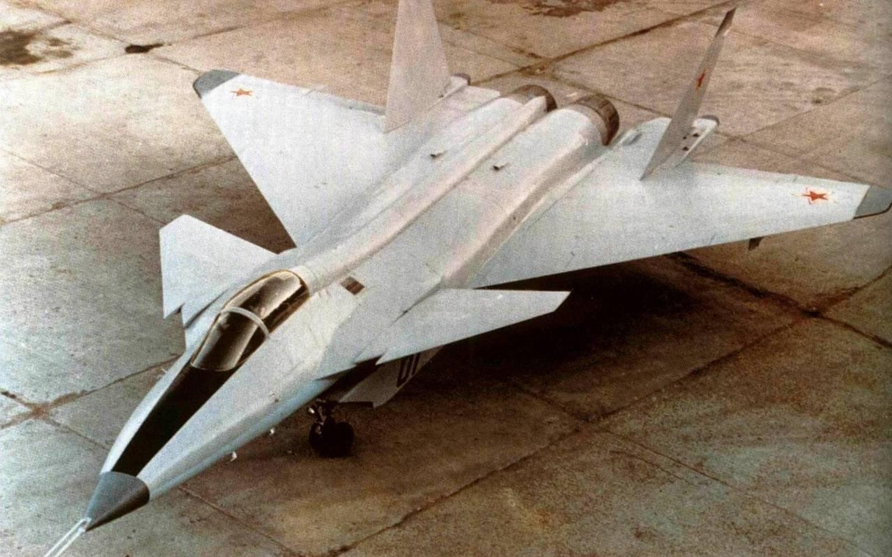 La presentación del prototipo del MiG 1.44