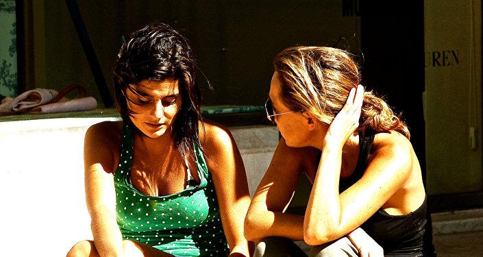 Dos personas hablando