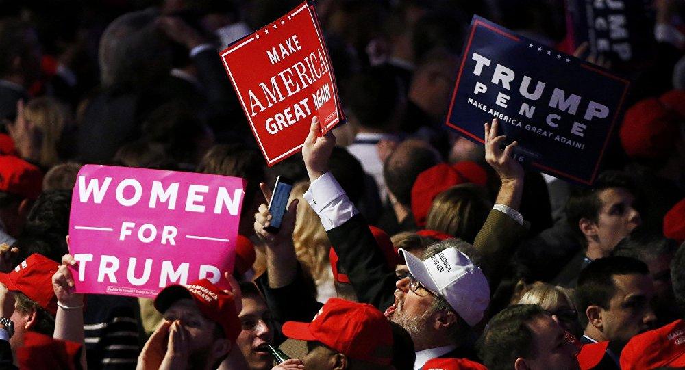 Los partidarios de Donald Trump celebran la victoria del candidato republicano en las elecciones presidenciales de EEUU