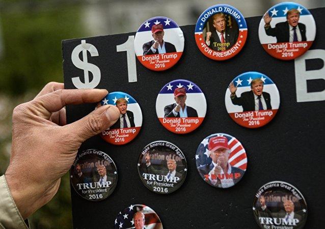 Insignias con Donald Trump