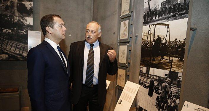 Primer ministro ruso, Dmitri Medvédev, en Jerusalén en el conjunto conmemorativo de la Memoria del Holocausto, Yad Vashem