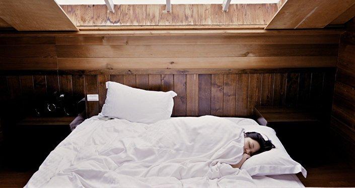 Una mujer durmiendo (archivo)