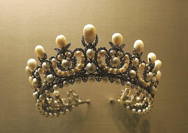 Una corona (archivo)