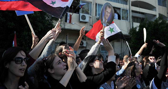 Ciudadanos del puerto sirio de Tartus (archivo)