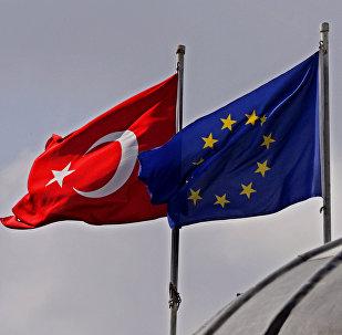 Banderas de la UE y Turquía en Estambul