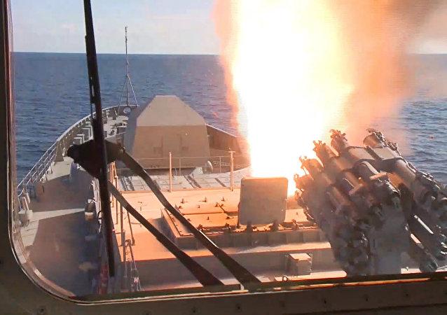 Ofensiva del portaviones Almirante Kuznetsov y la fragata Almirante Grigoróvich en Siria.