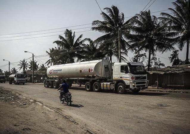Un camión cisterna en Beira, Mozambique (archivo)