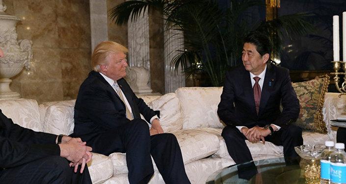 Donald Trump, presidente de EEUU, junto a Shinzo Abe, primer ministro de Japón