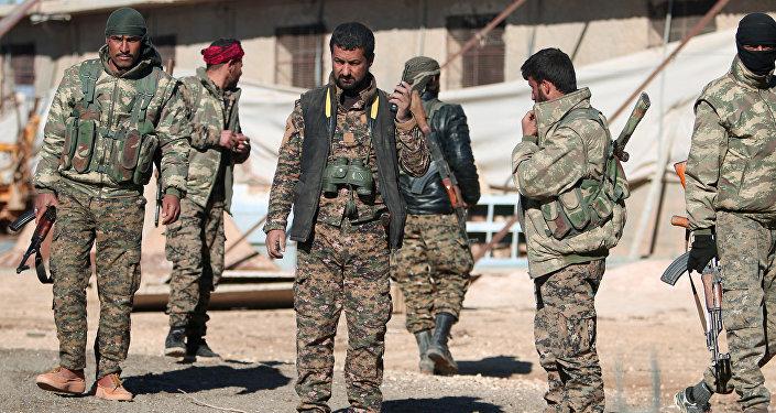 Fuerzas Democráticas Sirias en las afueras de la ciudad siria de Al Raqa (archivo)