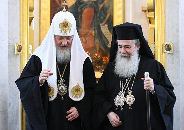 Kiril, el patriarca de Moscú y toda Rusia, y Teófilo III, el patriarca de Jerusalén