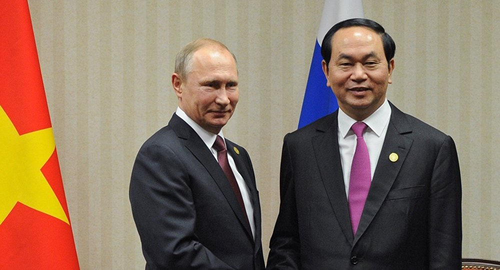 Vladímir Putin, presidente ruso, durante una reunión en Lima con su par vietnamita, Tran Dai Quang