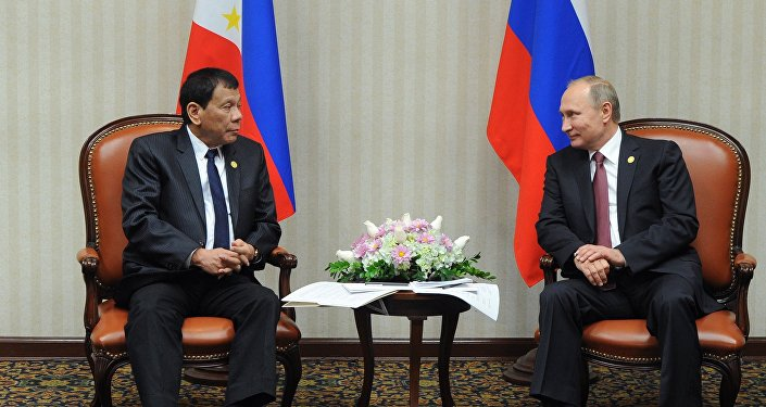 El presidente de Rusia, Vladímir Putin, y su homólogo filipino, Rodrigo Duterte