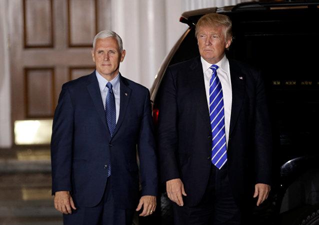 Donald Trump, presidente electo de EEUU, con Mike Pence, futuro vicepresidente de su administración