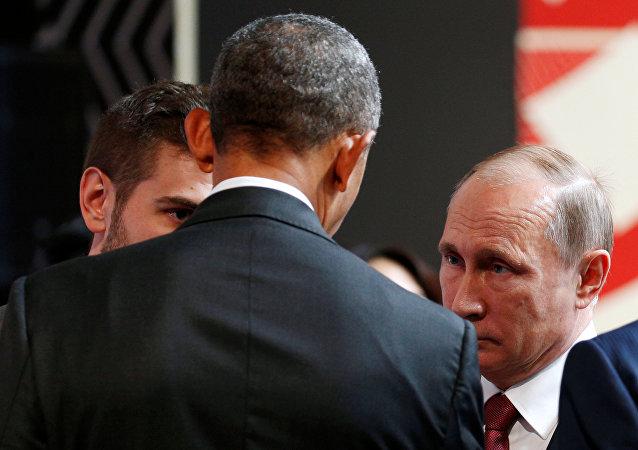 Presidente de Rusia Vladímir Putin con su homologo estadounidense en la cumbre del Foro de Cooperación Económica Asia-Pacífico (APEC) en Lima