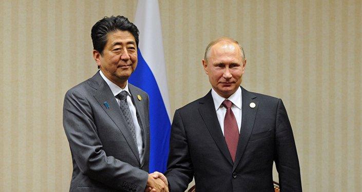Shinzo Abe, primer ministro de Japón, y Vladímir Putin, presidente de Rusia