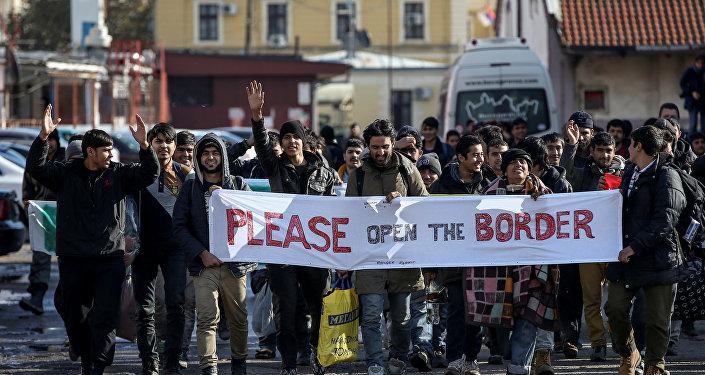 Refugiados y migrantes en la frontera entre Serbia y Croacia