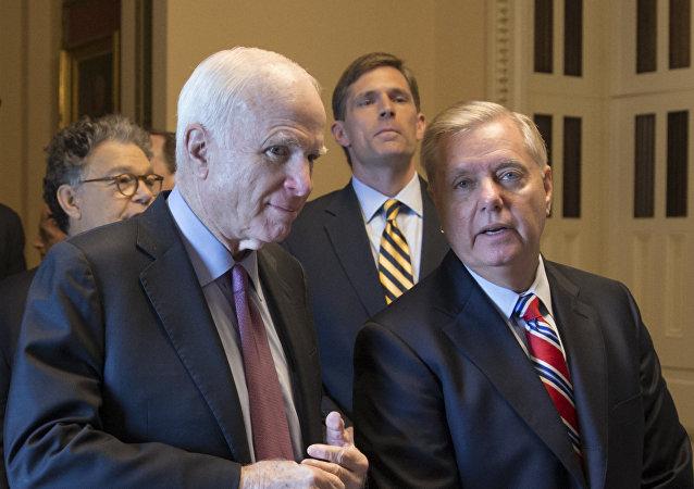 Senador John McCain y senador Lindsey Graham