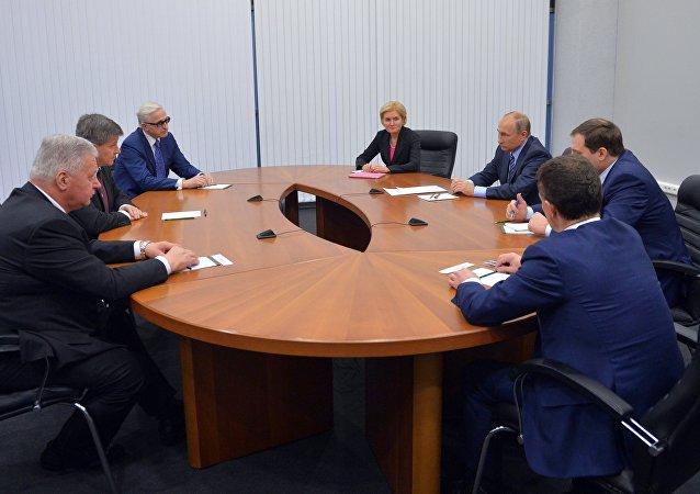 Una reunión del director general de la Organización Internacional del Trabajo, Guy Ryder, con el presidente de Rusia, Vladímir Putin