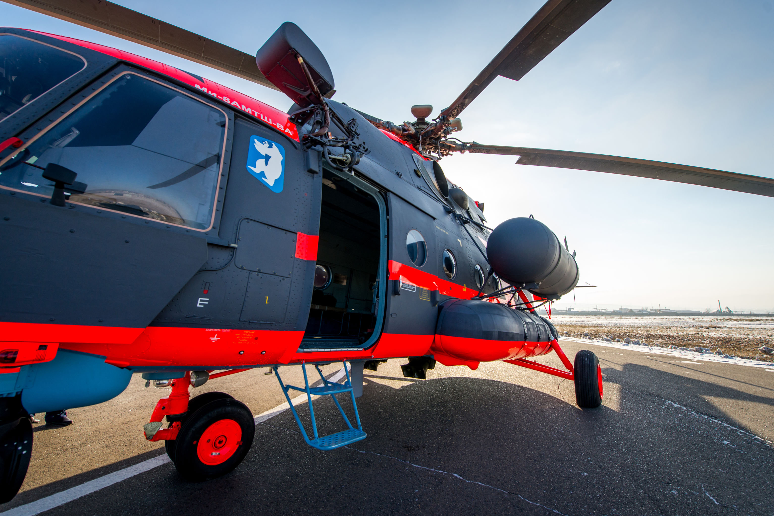 La capacidad de vuelo del helicóptero ártico con depósitos extra es de más de 1.400 kilómetros, con una autonomía de vuelo de más de siete horas.