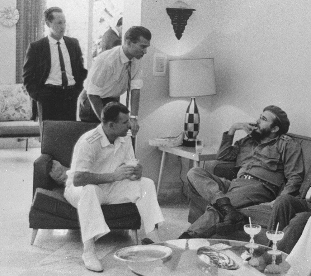 El cosmonauta soviético Yuri Gagarin y el entonces primer ministro de Cuba, Fidel Castro.