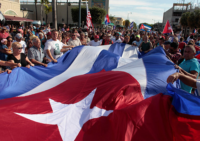 Gente celebra la muerte de Fidel Castro en Miami