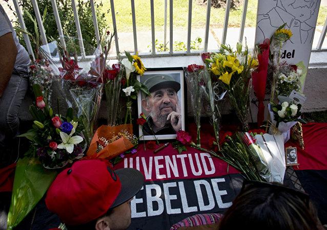 Chilenos lloran la muerte de Fidel Castro