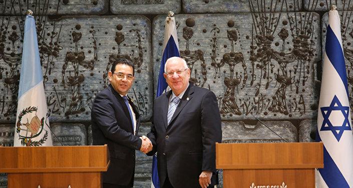 El presidente de Israel, Reuven Rivlin, recibió con todos los honores a su homólogo guatemalteco, Jimmy Morales, en su residencia presidencial, en Jerusalén