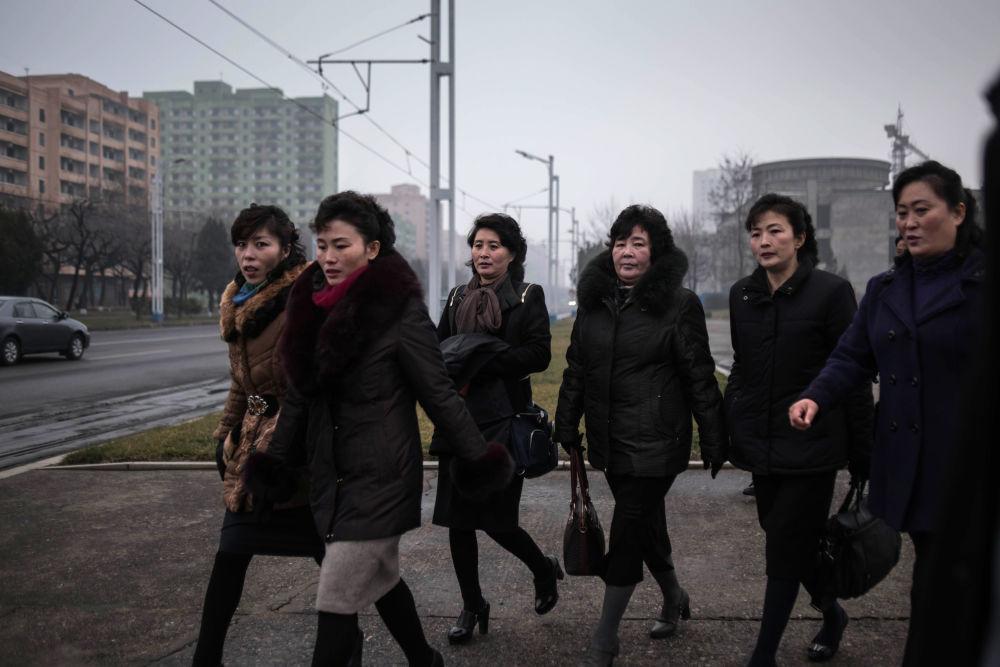 Un grupo de habitantes de Pyongyang
