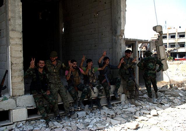 Jóvenes soldados del Ejército sirio