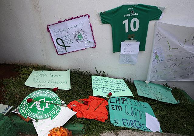 Homenaje a los jugadores de Chapecoense
