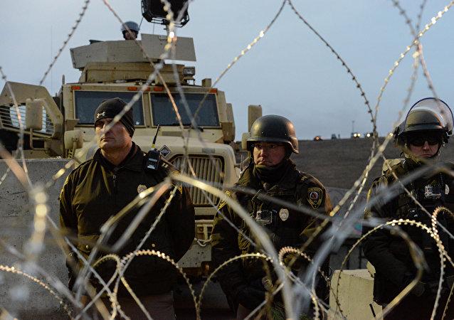 Autoridades de Dakota del Norte bloquean entrada al campamento de protesta del oleoducto