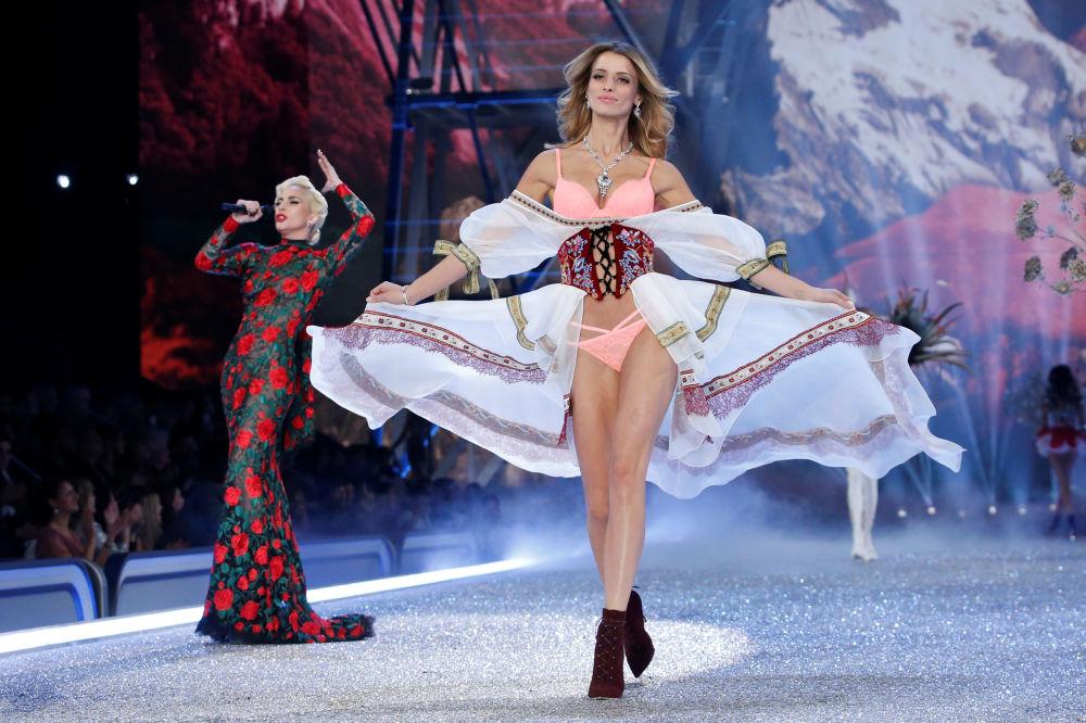 Ángeles en la Tierra: el desfile de Victoria's Secret en París