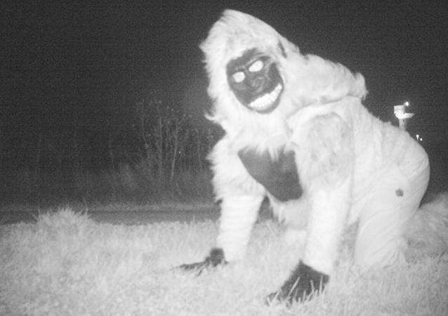 Una extraña criatura grabada por la policía