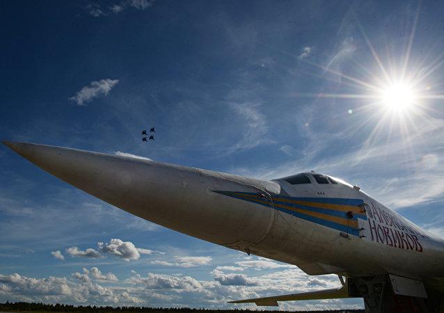 Bombardero estratégico ruso Tu-160 (archivo)