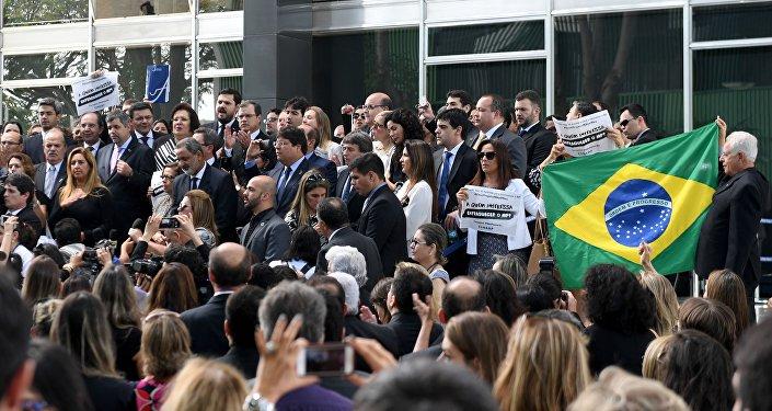 Protesta contra los diputados que aprobaron un supuesto texto anticorrupción