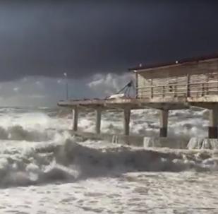 Un tornado llega al balneario ruso de Sochi
