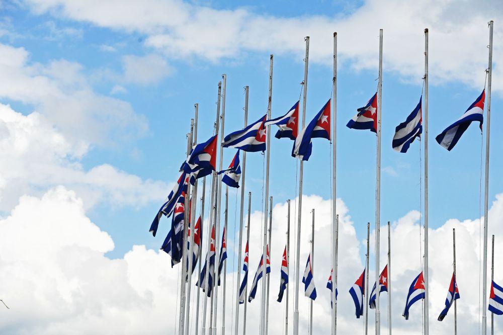 Banderas de Cuba a media asta por la muerte de Fidel Castro