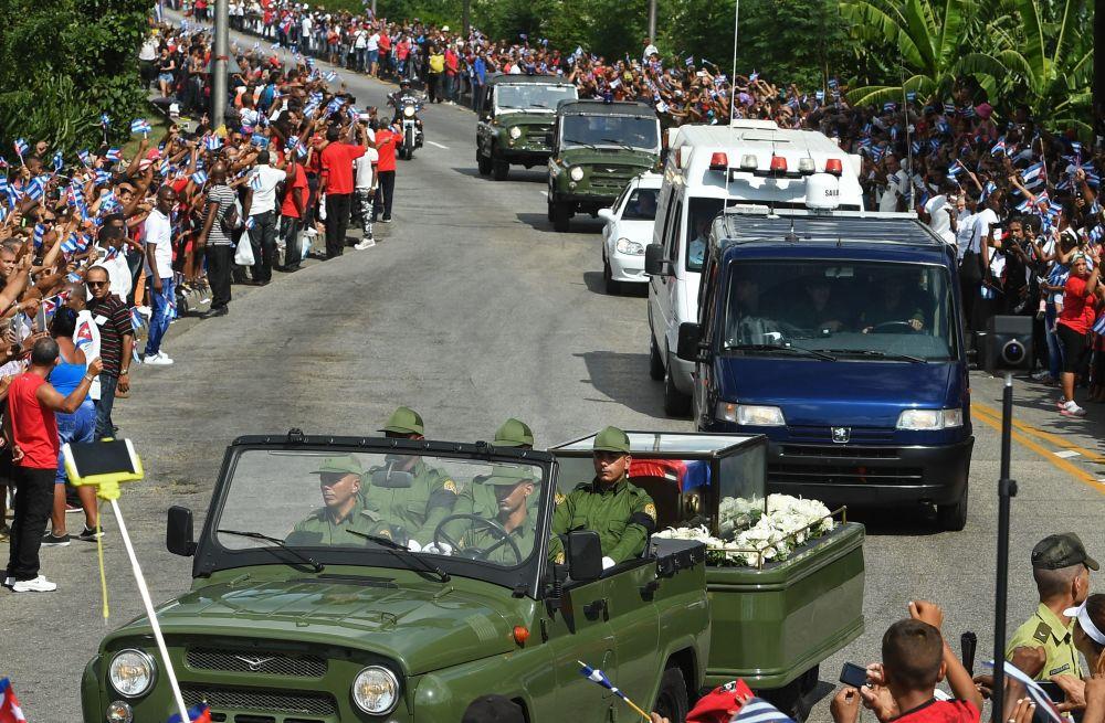 El cortejo fúnebre con las cenizas del comandante Fidel Castro arriba a la ciudad de Santiago de Cuba
