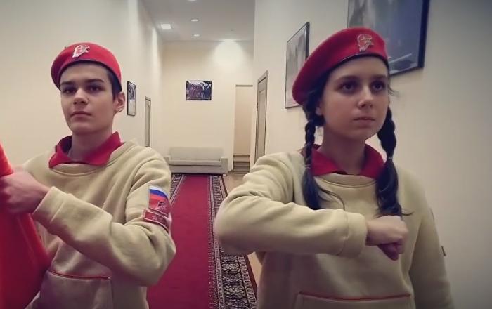 Los jóvenes de la organización juvenil Yunarmia