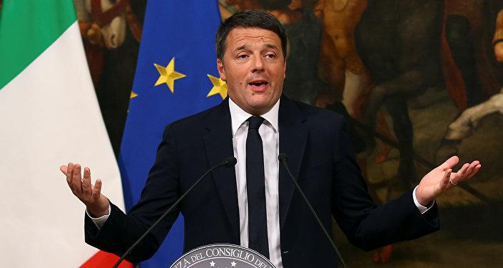 El primer ministro de Italia, Matteo Renzo, durante su intervención con motivo de la victoria del no en el referéndum constitucional en Italia