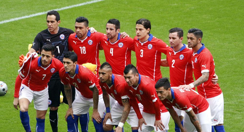 Formación de Chile el 29 de marzo de 2015, en un amistoso ante la selección brasileña